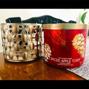New Bath & Body Works 3 wick candle +bonus